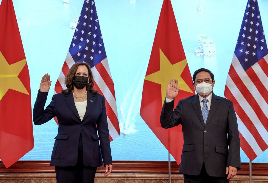 US Vice President Kamala Harris meets Vietnam's Prime Minister Pham Minh Chinh during a meeting at the Office of Government, in Hanoi, Vietnam, 25 August 2021. (Evelyn Hockstein/Pool/Reuters)