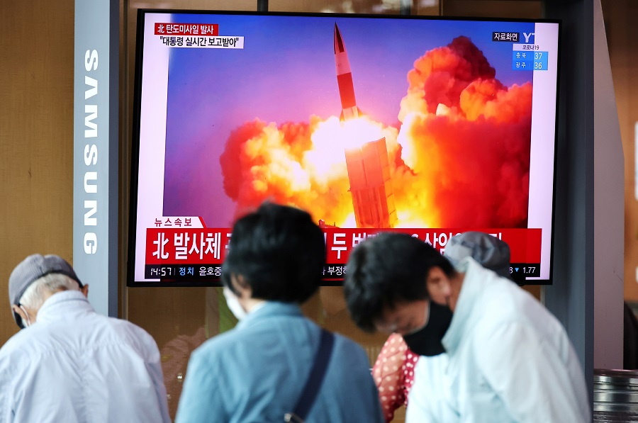 People watch a TV broadcasting file footage of a news report on North Korea firing what appeared to be a pair of ballistic missiles off its east coast, in Seoul, South Korea, 15 September 2021. (Kim Hong-Ji/File Photo/Reuters)