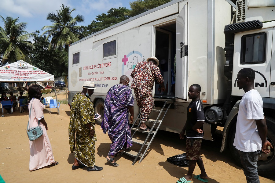 Ivorian traditional chiefs get into a vaccination truck to receive a vaccine against the coronavirus disease at a mobile vaccination centre in Abidjan, Ivory Coast, West Africa, 23 September 2021. (Luc Gnago/Reuters)
