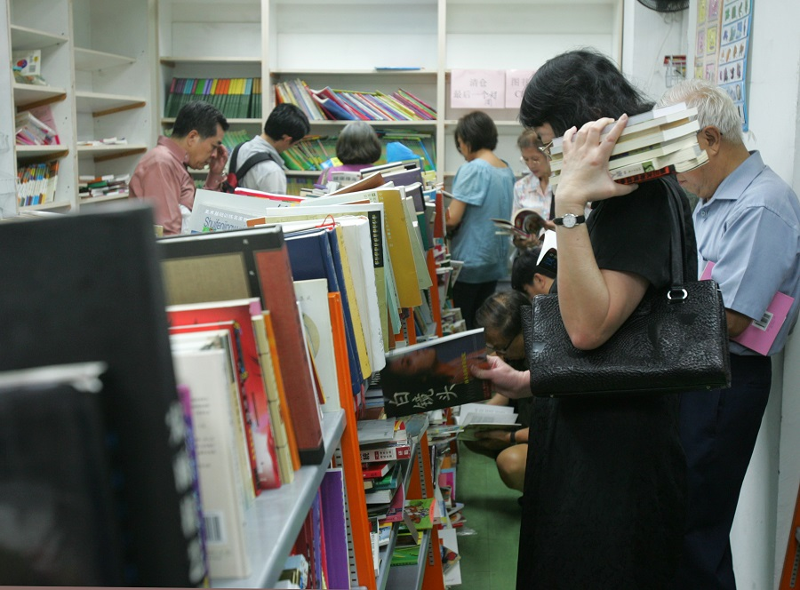 Closing of the Shanghai Book Company after 83 years in Singapore. (SPH)
