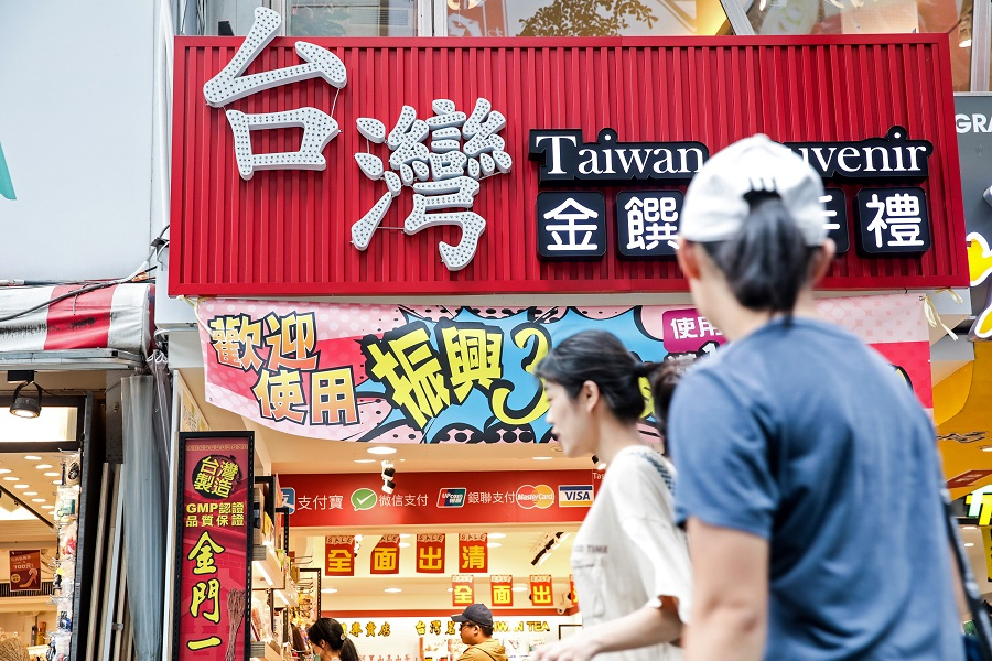 "Pedestrians walk past a souvenir store displaying the Chinese characters for ""Taiwan"" in Taipei, Taiwan, on 30 July 2020. (I-Hwa Cheng/Bloomberg)"