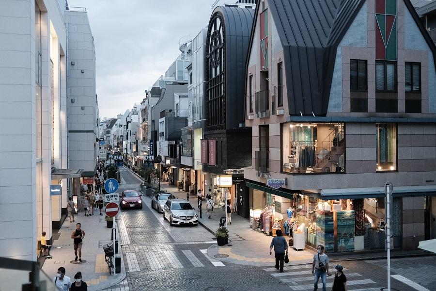Pedestrians walk along a shopping street in the Motomachi District of Yokohama, Japan, on 16 September 2020. (Soichiro Koriyama/Bloomberg)
