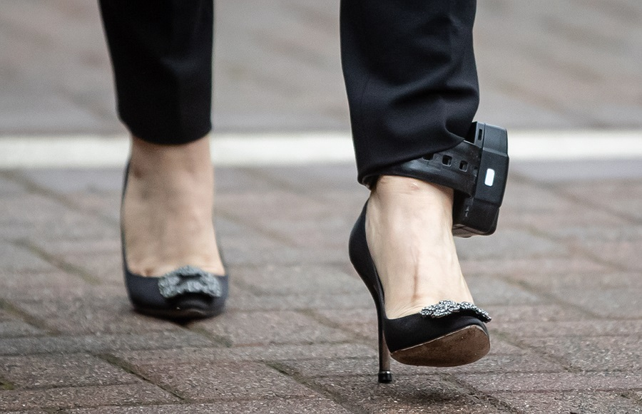 Huawei CFO Meng Wanzhou wears an ankle monitor while leaving her home to appear in Supreme Court for a hearing in Vancouver, British Columbia, Canada, 29 October 2020. (Darryl Dyck/Bloomberg)