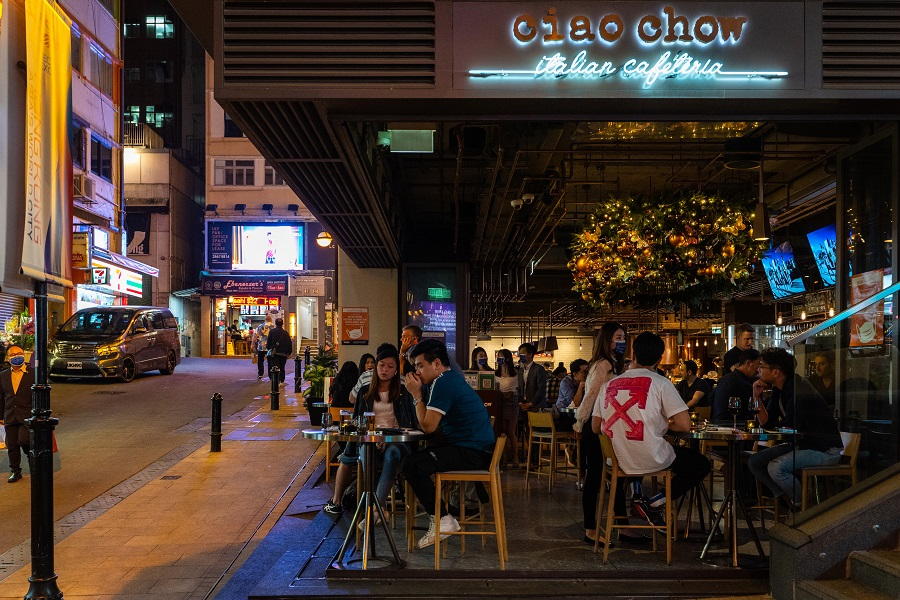 Visitors eat and drink in an open restaurant in the Lan Kwai Fong nightlife area in Hong Kong, China, on 27 November 2020. (Chan Long Hei/Bloomberg)