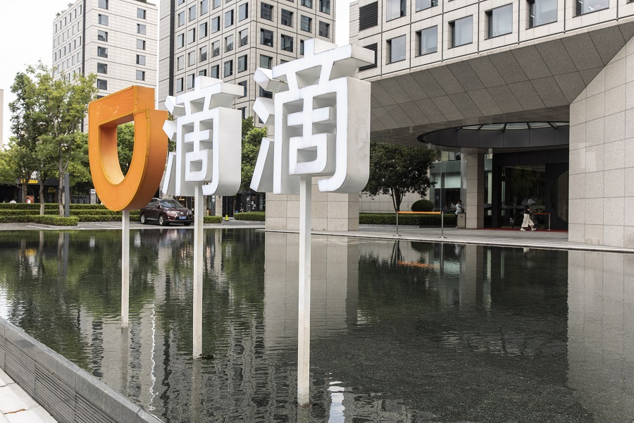 Signage at the Didi Global Inc. offices in Hangzhou, China, on 2  August 2021. (Qilai Shen/Bloomberg)