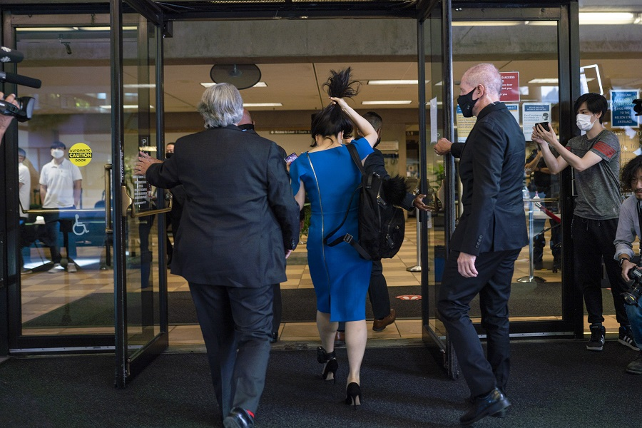 Meng Wanzhou, chief financial officer of Huawei (centre), arrives at the Supreme Court in Vancouver, British Columbia, Canada, on 4 August 2021. (Jimmy Jeong/Bloomberg)