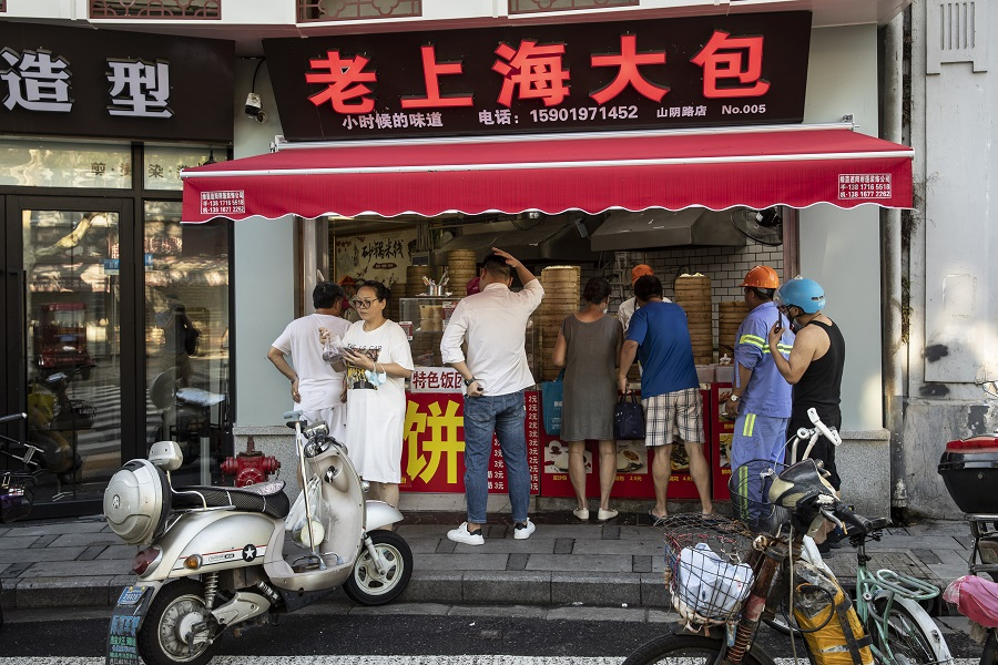 Customers line up to buy dumplings at a store in Shanghai, China, on 30 August 2021. (Qilai Shen/Bloomberg)