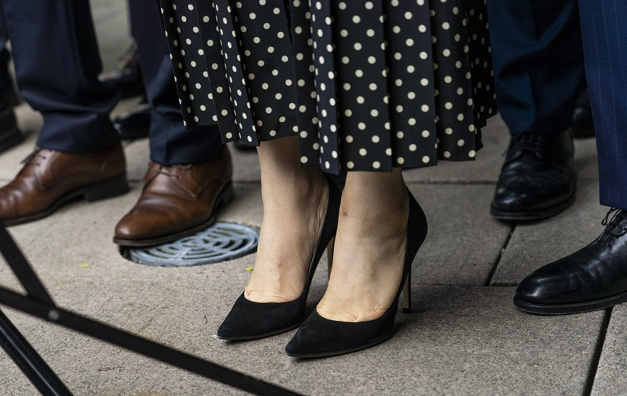 Meng Wanzhou, chief financial officer of Huawei, delivers a statement to members of the media without a GPS ankle monitor as she exits provincial court in Vancouver, British Columbia, Canada, on 24 September 2021. (Jimmy Jeong/Bloomberg)