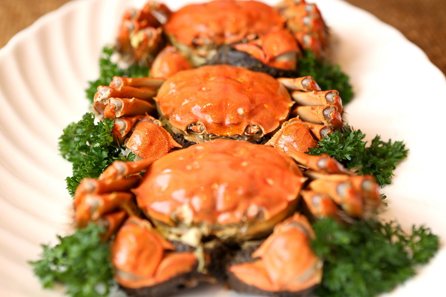 Singapore's Grand Shanghai Restaurant serves hairy crabs imported from Yangcheng Lake. (SPH)