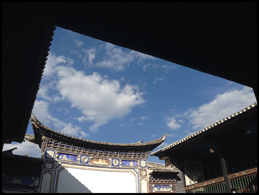 """View of the """"reflecting wall"""" in an old Bai minority house, currently restored and in use as the Linden Centre, an educational retreat in Xizhou (喜洲) village, in Yunnan province."""