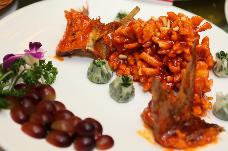 "Classic Suzhou dish, ""squirrel-mandarin fish"" (松鼠鳜鱼). (SPH)"