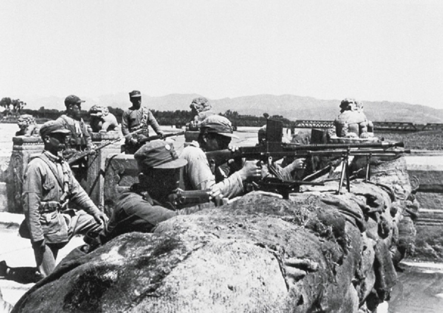 The Chinese army guarding their motherland against Japanese invaders, 1937. (Wikimedia)