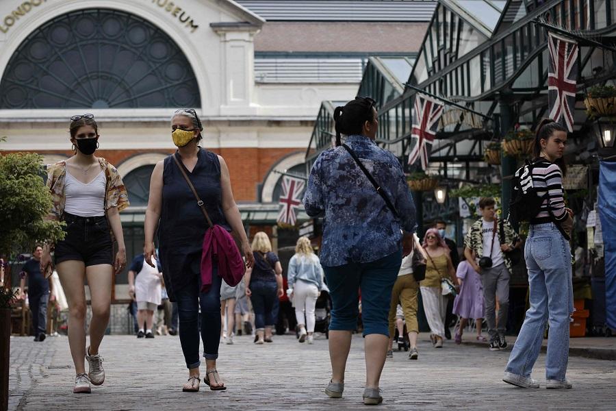 People walk through Covent Garden in London, England, on 3 June 2021. (Tolga Akmen/AFP)