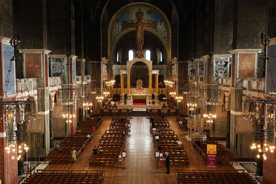 A picture shows worshipers attending Westminster Cathedral in London on 15 June 2020 after the church reopened for private prayer. (William Edwards/AFP)