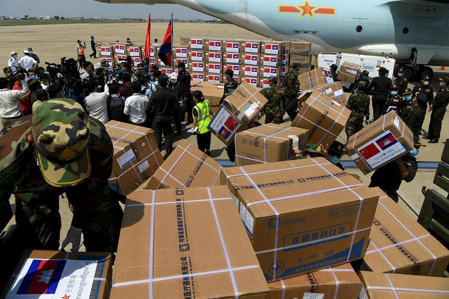 Cambodian soldiers carry aid including medical equipment from China, to be used to combat the spread of the Covid-19 coronavirus, at Phnom Penh International Airport in Phnom Penh on 25 April 2020. (Tang Chhin Sothy/AFP)