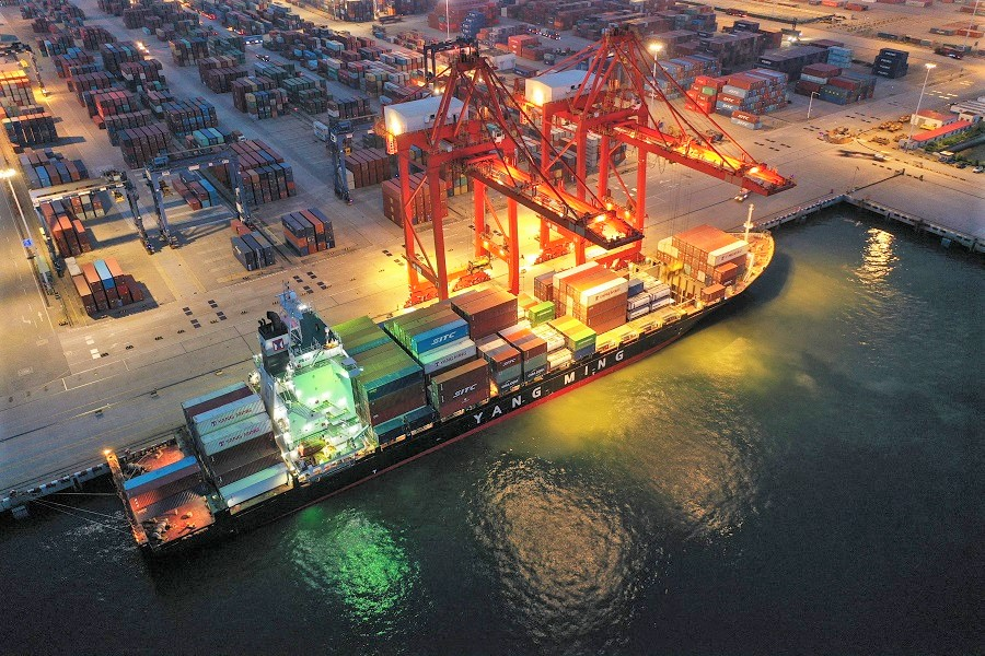 This aerial photo taken on 22 July 2021 shows a cargo ship loaded with containers berthing at Lianyungang port, in Jiangsu province, China. (STR/AFP)