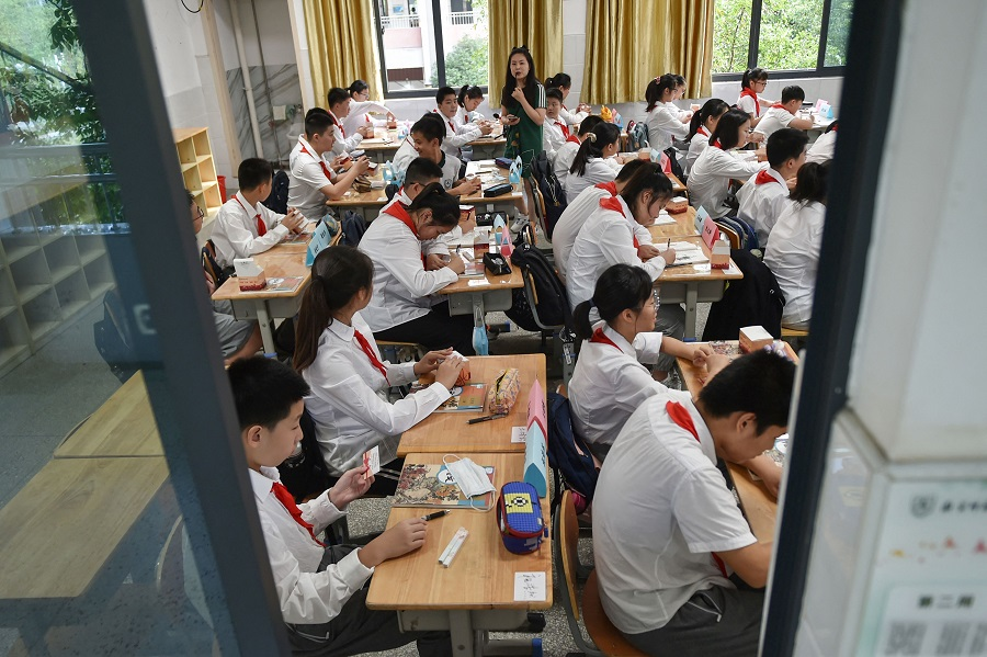 Students return to school for the new semester as schools reopen after a Covid-19 coronavirus outbreak in the city of Nanjing, Jiangsu province, China, on 9 September 2021. (STR/AFP)