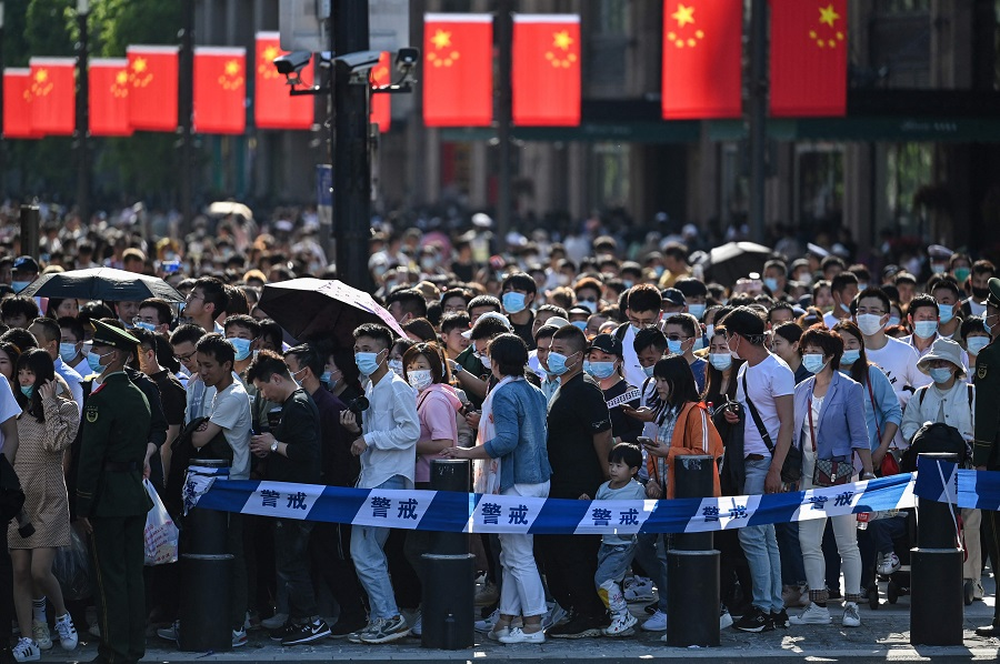 People visit the Bund during a labour day holiday in Shanghai, China, on 1 May 2021. (Hector Retamal/AFP)