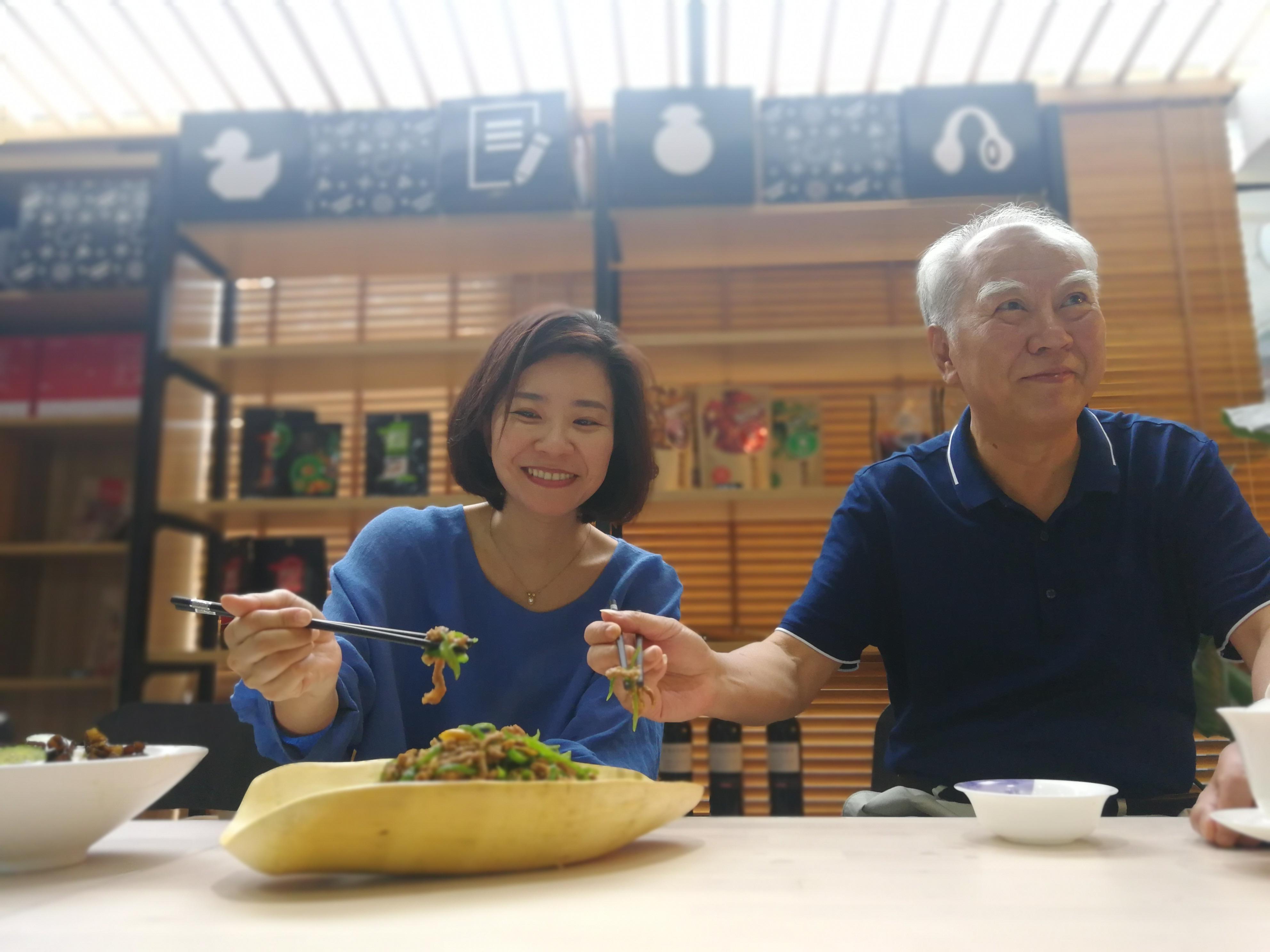 Master chef Peng Zi Yu and Tzu-i