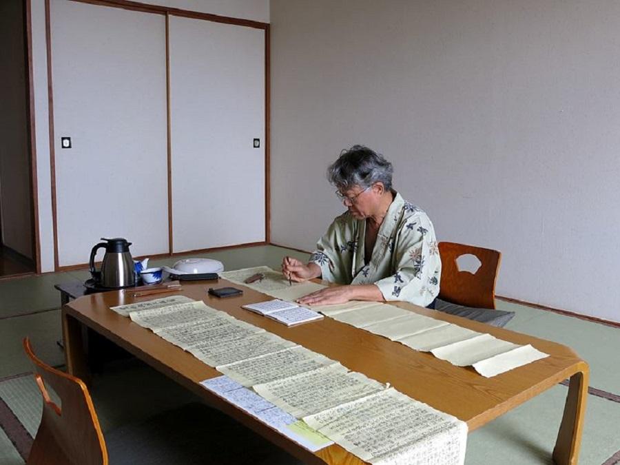 Chiang Hsun practising calligraphy.
