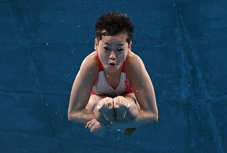 China's Quan Hongchan competes in the women's 10m platform diving finals event during the Tokyo 2020 Olympic Games at the Tokyo Aquatics Centre in Tokyo, Japan, on 5 August 2021. (Attila Kisbenedek/AFP)