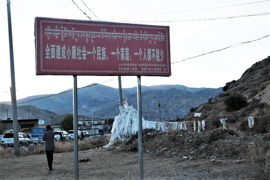 A signboard with slogans of poverty alleviation work and building a moderately affluent society in all aspects.