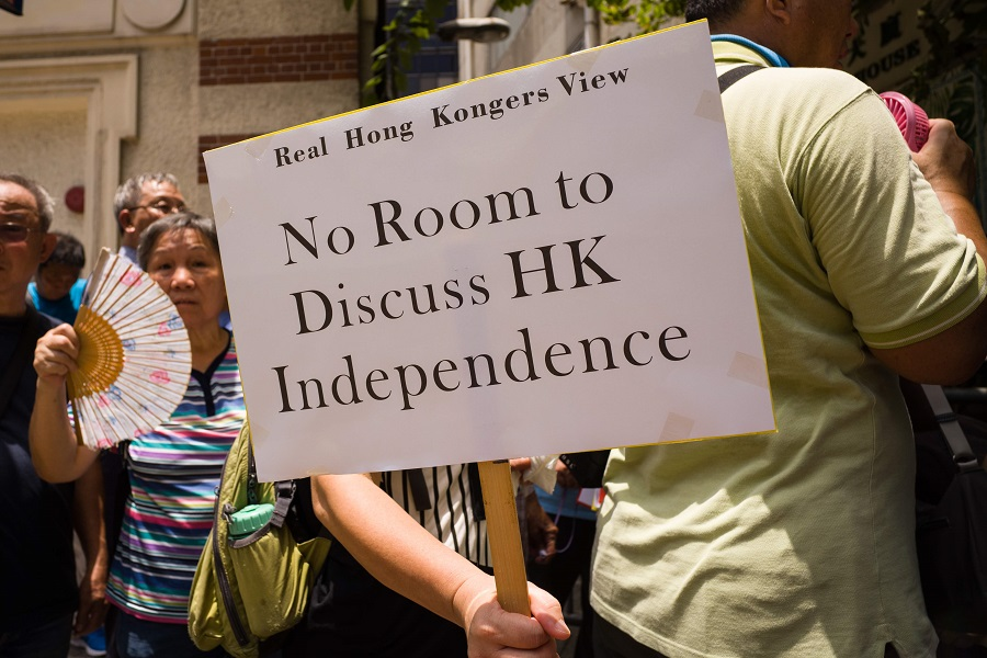 "A member of pro-government group 'Real Hong Kongers View' holds a placard that reads ""No Room to Discuss HK Independence"" during a gathering outside the Foreign Correspondents' Club (FCCHK) in Hong Kong on 8 August 2018. (Anthony Wallace/AFP)"