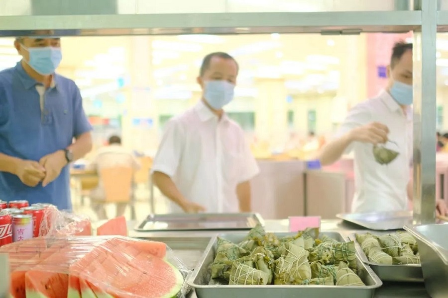 Sticky rice dumplings are seen in the canteen of the Taishan Nuclear Power Plant on Dragon Boat Festival. (WeChat/台核故事)