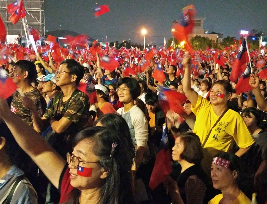A sea of Han Kuo-yu supporters is seen waving the island's blue-and-red flags during a Kaohsiung mayoral campaign rally on 17 November 2018. (Lee Seok Hwai/SPH)