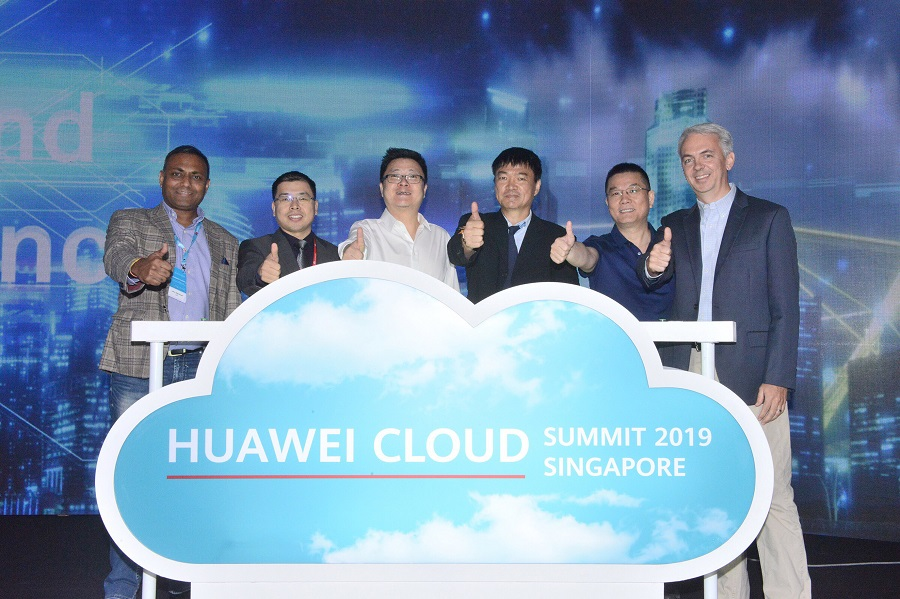 Huawei launches Cloud & AI Innovation Lab in Singapore, 24 April 2019. (From left) Mr Jitu Agrawal, vice-president of digital core cloud at SAP South-East Asia; Mr Nicholas Ma, Huawei International CEO; Mr Edward Deng, Huawei Cloud Global Market president; Professor Ooi Beng Chin from National University of Singapore's Department of Computer Science; Mr Patrick Zhang, Huawei Cloud and AI Products and Service chief technology officer; and Mr Sumner Lemon, Intel's regional director of digital transformation and enterprise sales in Asia-Pacific and Japan. (Huawei)