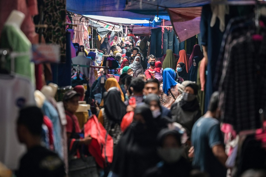 This picture taken on 4 May 2021 shows people shopping for clothing at street stalls in Jakarta, Indonesia. (Bay Ismoyo/AFP)