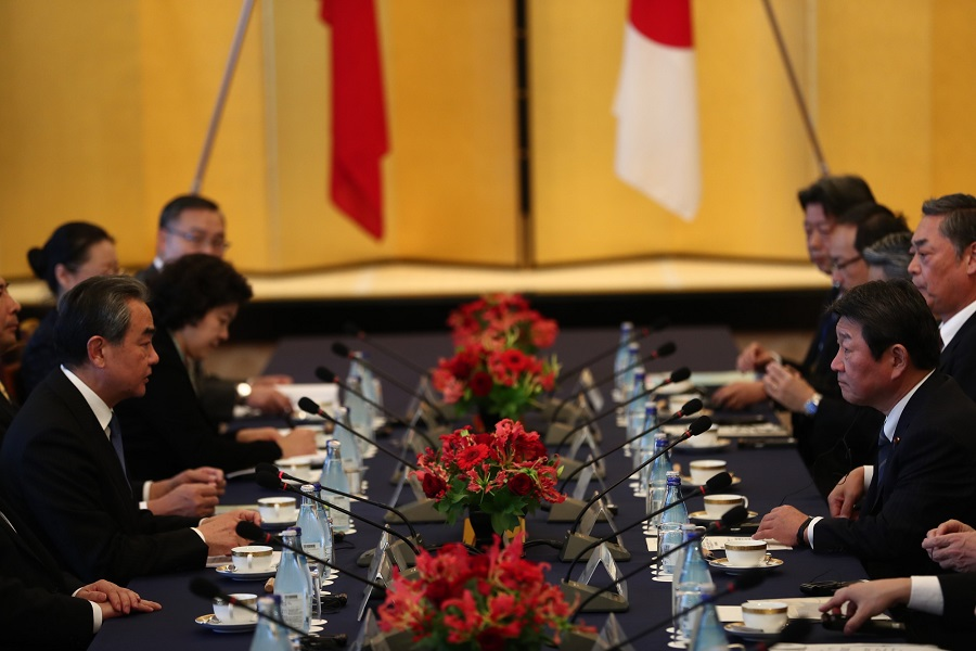 China's Foreign Minister Wang Yi (L) meets Japan's Foreign Minister Toshimitsu Motegi (R) in Tokyo on 25 November 25, 2019. (Behrouz Mehri/AFP)