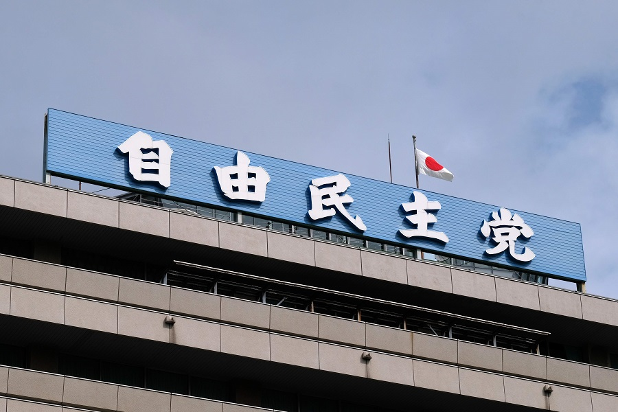 The logo of the ruling Liberal Democratic Party (LDP) is displayed on its headquarters in Tokyo on 31 August 2020. (Kazuhiro Nogi/AFP)