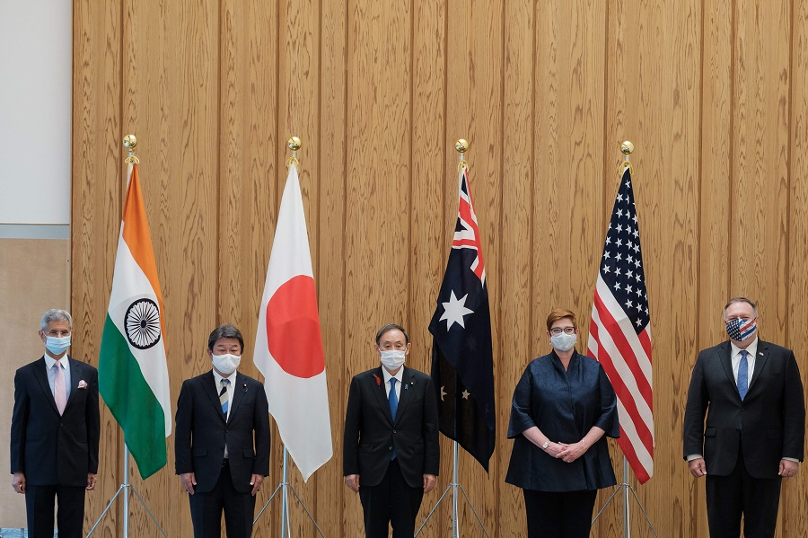 (left to right) India's Foreign Minister Subrahmanyam Jaishankar, Japan's Foreign Minister Toshimitsu Motegi, Japan's Prime Minister Yoshihide Suga, Australia's Foreign Minister Marise Payne and US Secretary of State Mike Pompeo pose for photographs before a Quad Indo-Pacific meeting at the prime minister's office in Tokyo on 6 October 2020. (Nicolas Datiche/POOL/AFP)