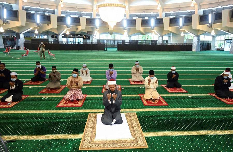 Devotees attend Friday prayers at the state mosque in Penang, ahead of the Eid al-Fitr that marks the end of the Muslim holy month of Ramadan on 22 May 2020. (Goh Chai Hin/AFP)