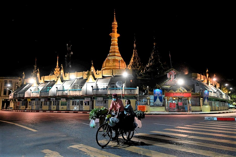 Street vendors ride past the Sule Pagoda in Yangon, Myanmar, on 10 November 2020. (Ye Aung Thu/AFP)