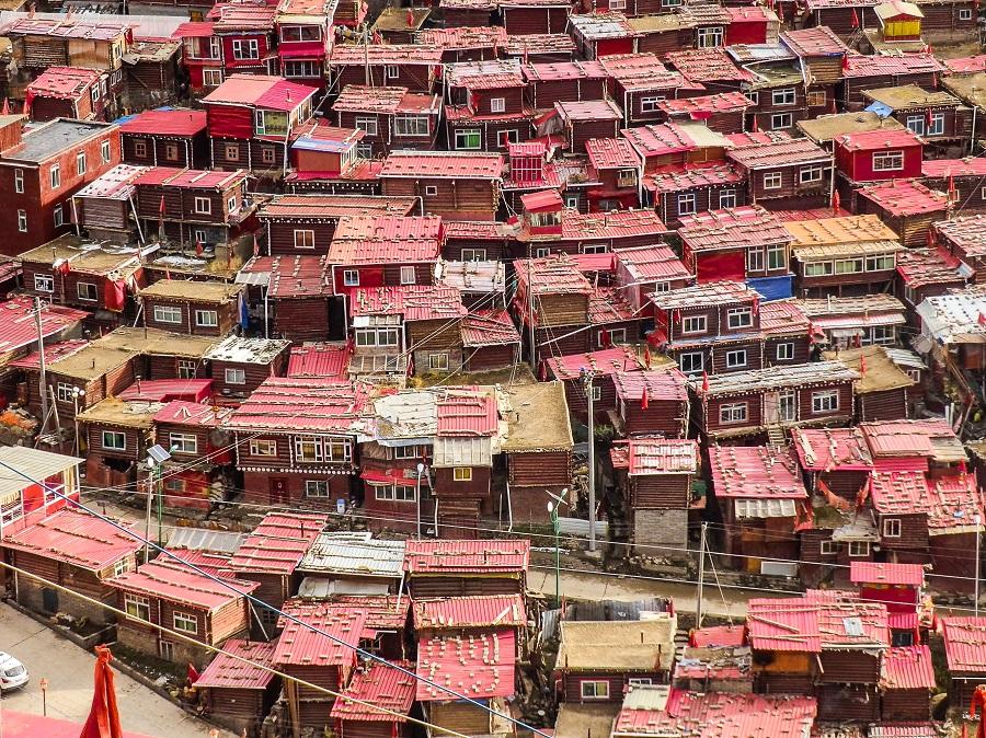Monk residences in Larung.