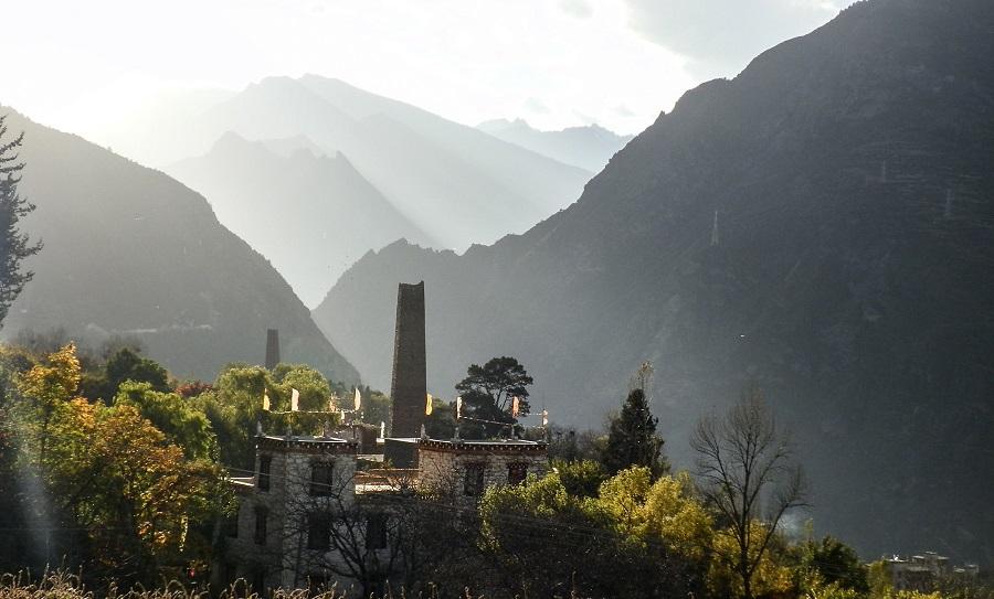Qiang tower, Zhonglu village, Danba.