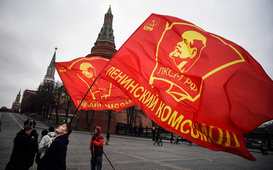 Russian Communist party supporters prepare to lay flowers at the tomb of late Soviet leader Joseph Stalin during a memorial ceremony to mark the 67th anniversary of his death at Red Square in Moscow on 5 March 2020. (Alexander Nemenov/AFP)