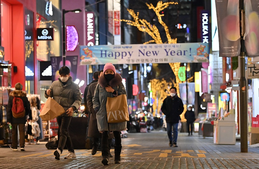 People visit a shopping district on New Year's Eve in Seoul on 31 December 2020. (Jung Yeon-je/AFP)