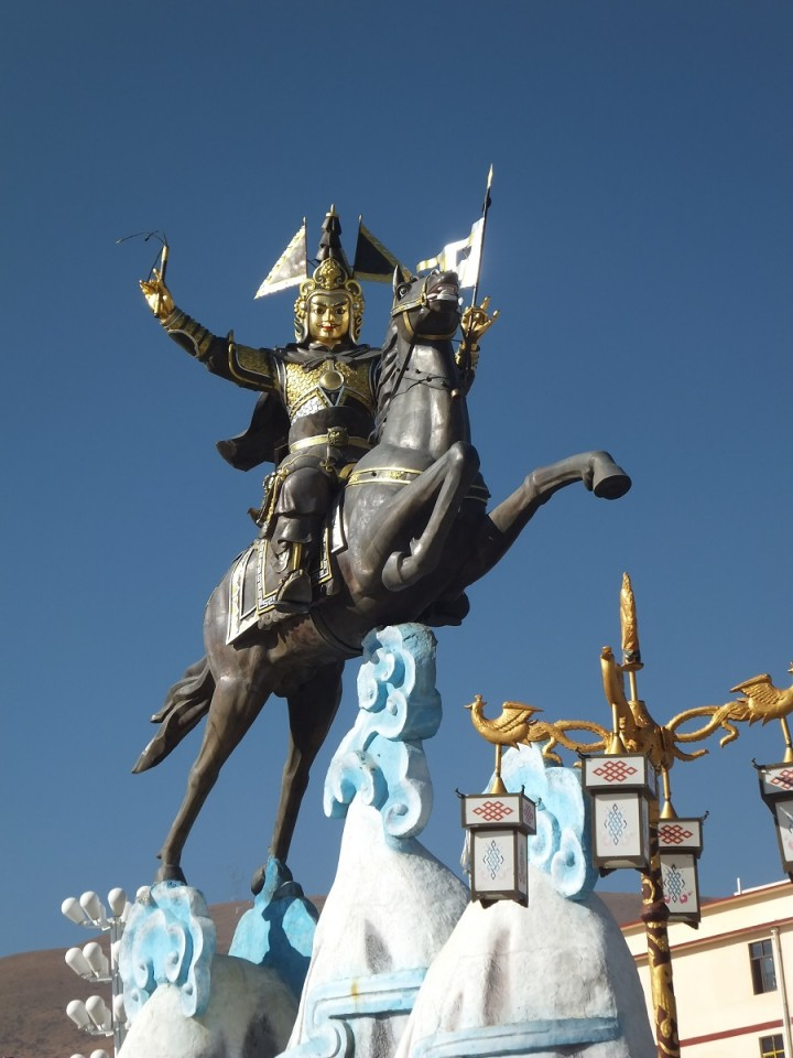 Statue of Gesar in Sertar