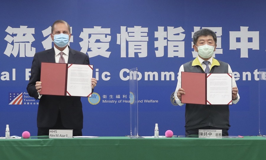 Secretary of US Health and Human Services Alex Azar (left) and Taiwan's Minister of Health and Welfare Chen Shih-chung display the signed documents during a memorandum of understanding signing ceremony at the Centers for Disease Control (CDC) in Taipei on 10 August 2020. (Pei Chen/POOL/AFP)