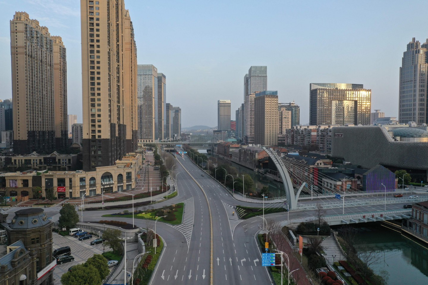 This aerial photo taken on 10 March 2020 shows an empty street in Wuhan in China's central Hubei province. (STR/AFP)