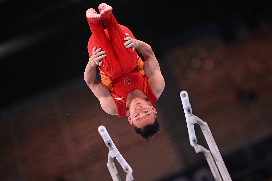 China's Xiao Ruoteng competes in the parallel bars event of the artistic gymnastics men's all-around final during the Tokyo 2020 Olympic Games at the Ariake Gymnastics Centre in Tokyo, Japan, on 28 July 2021. (Martin Bureau/AFP)