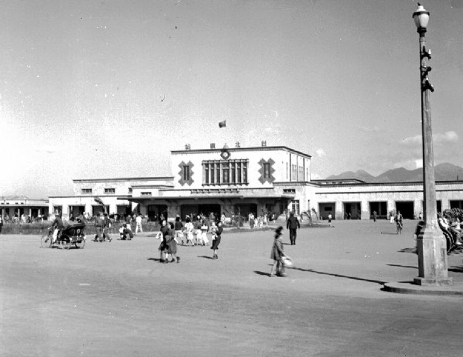 The Taipei Main Station in 1948. (Wikimedia)