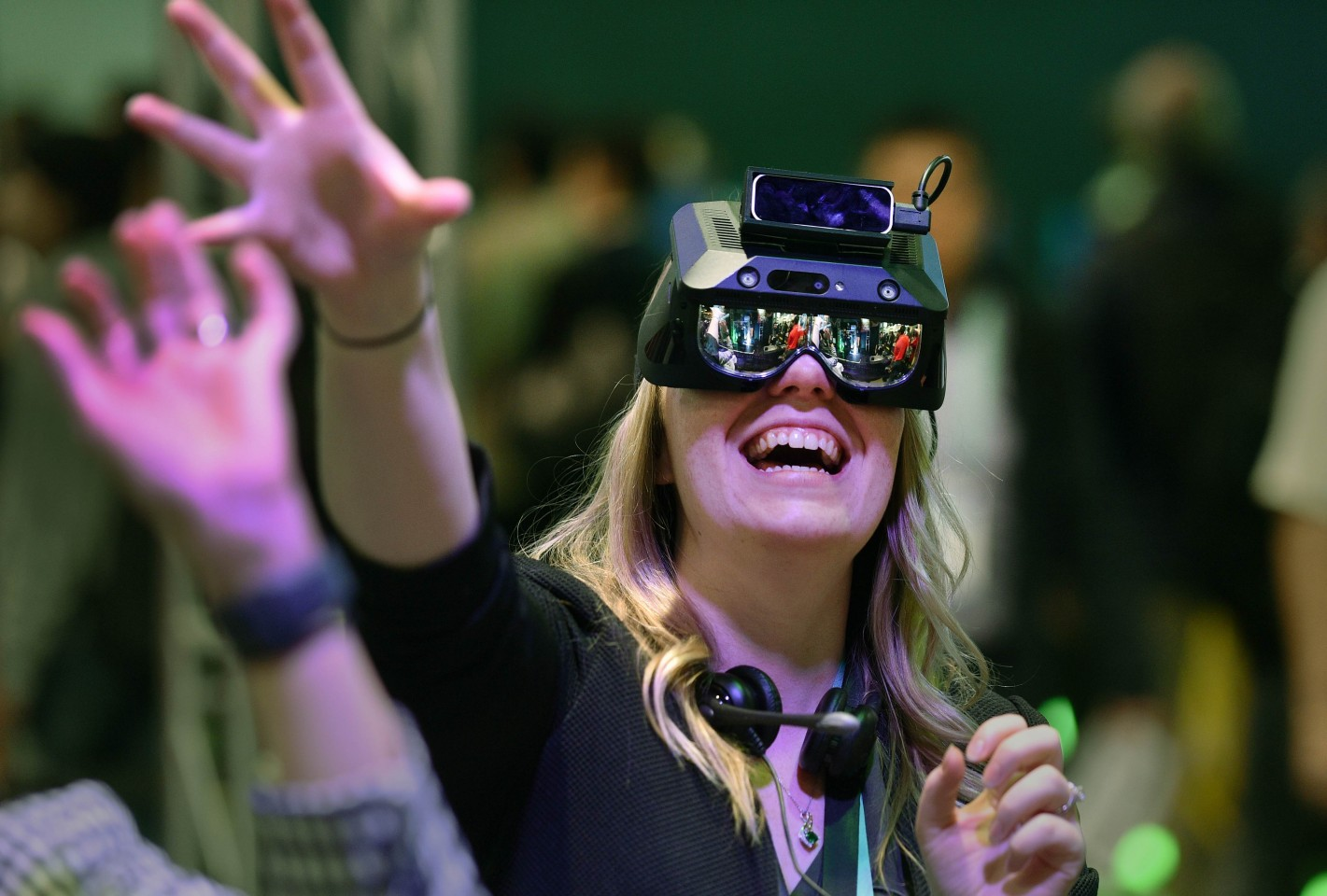 An attendee participates in an augmented reality exercise at the Realmax booth during CES 2020 at the Las Vegas Convention Center on 8 January 2020 in Las Vegas, Nevada. (David Becker/Getty Images/AFP)