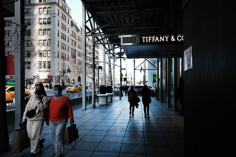 People walk by retail stores in Manhattan on 6 April 2021 in New York City, US. (Spencer Platt/Getty Images/AFP)