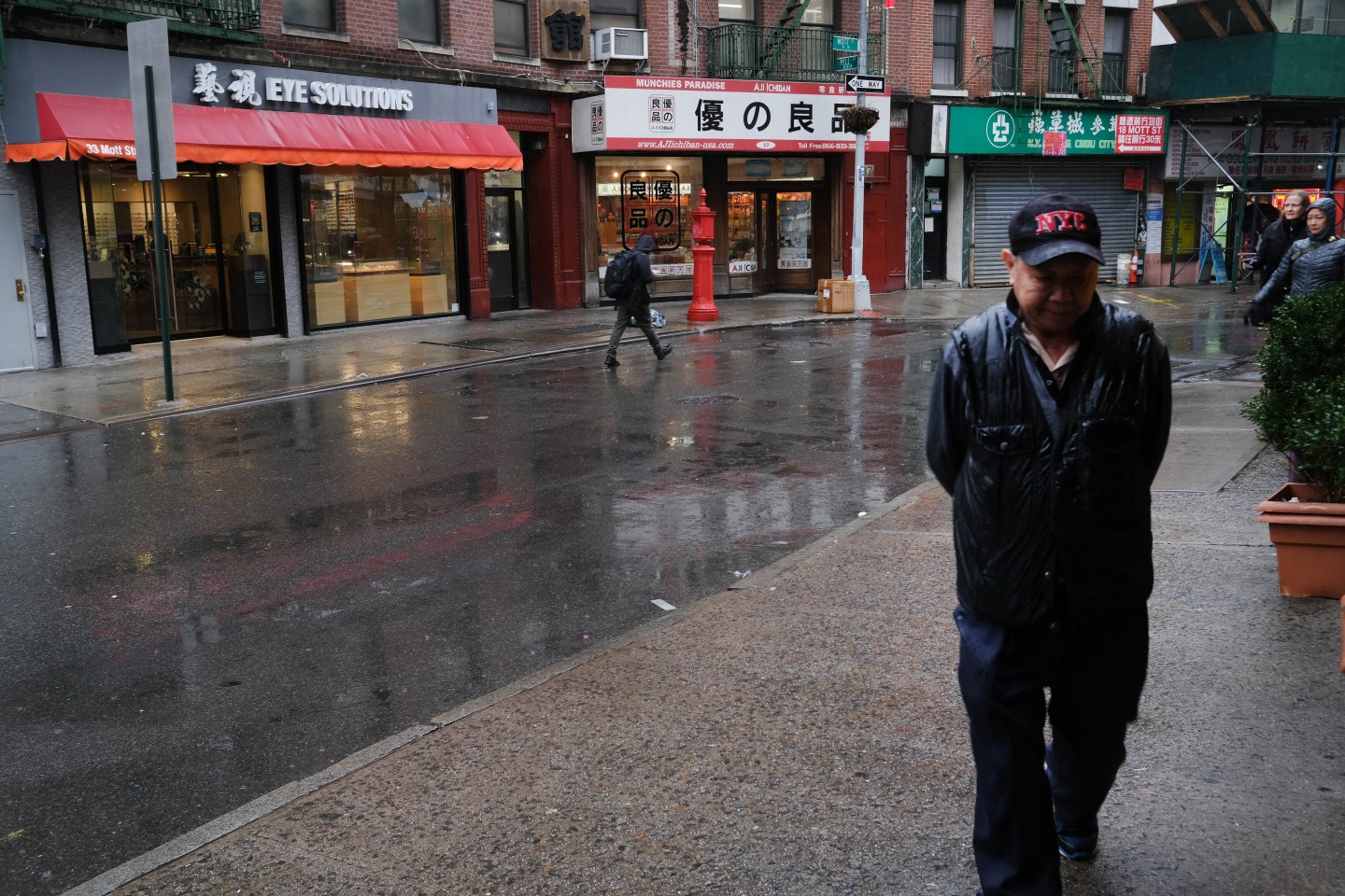 People walk through an empty New York City Chinatown on 13 February 2020. (Spencer Platt/Getty Images/AFP)