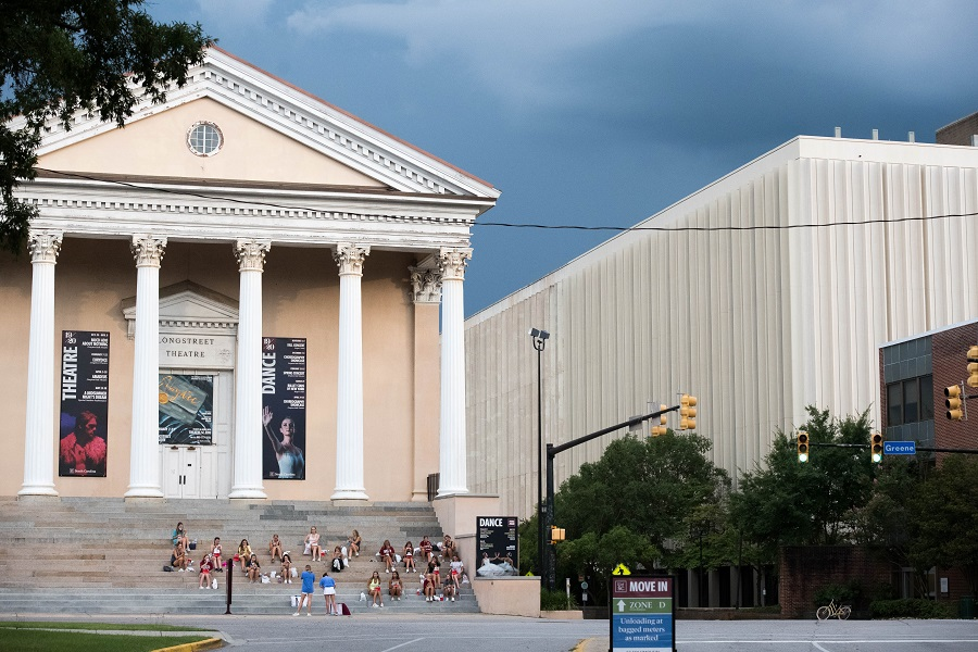 College students eat dinner at the Longstreet Theatre at the University of South Carolina on 10 August 2020 in Columbia, South Carolina. (Sean Rayford/Getty Images/AFP)