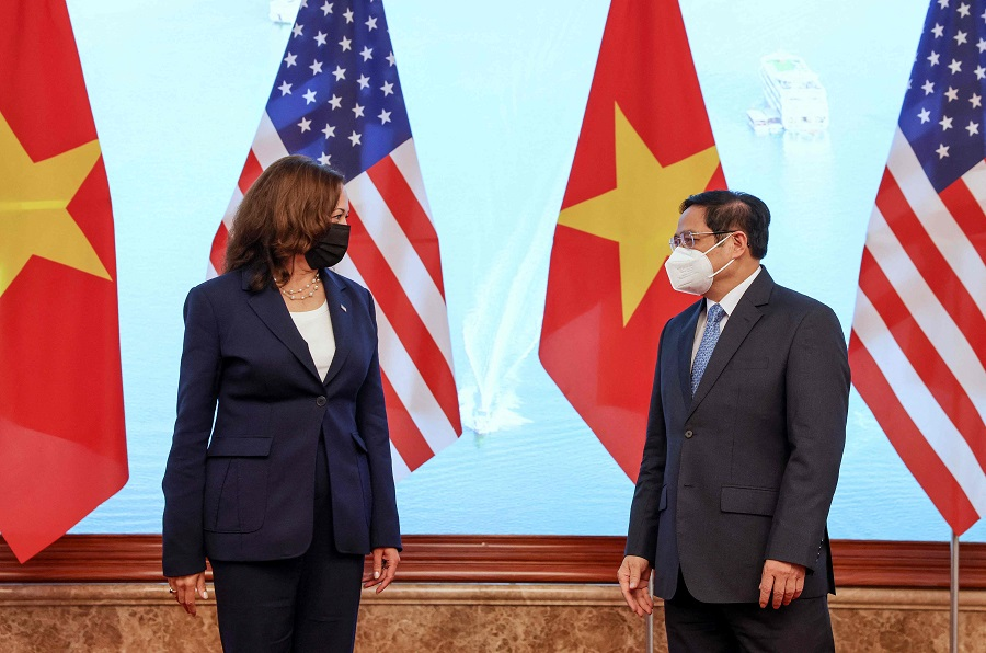 US Vice President Kamala Harris (left) and Vietnamese Prime Minister Pham Minh Chinh meet in the Government office in Hanoi, Vietnam, on 25 August 2021. (Evelyn Hockstein/Pool/AFP)